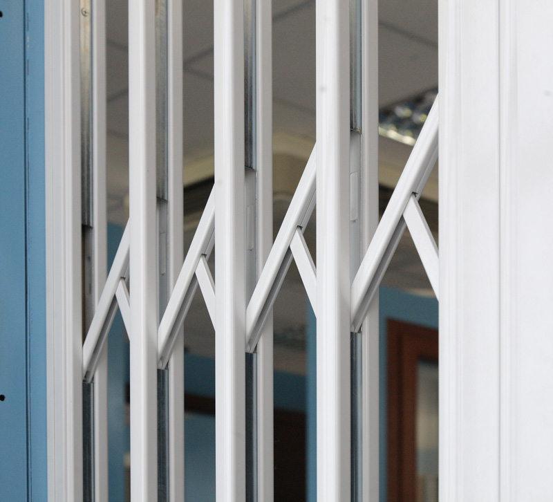 Prisma serramenti vendita in ascoli piceno nelle marche di cancelletti di sicurezza - Inferriate mobili per finestre ...