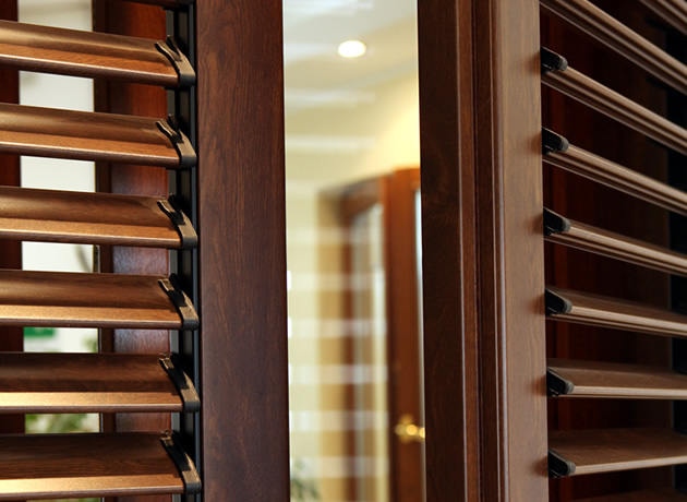 Prisma serramenti persiane in legno alluminio e pvc - Finestre con persiane ...