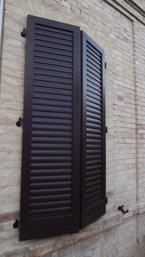 Prisma serramenti persiane in legno alluminio e pvc for Prezzi persiane in legno