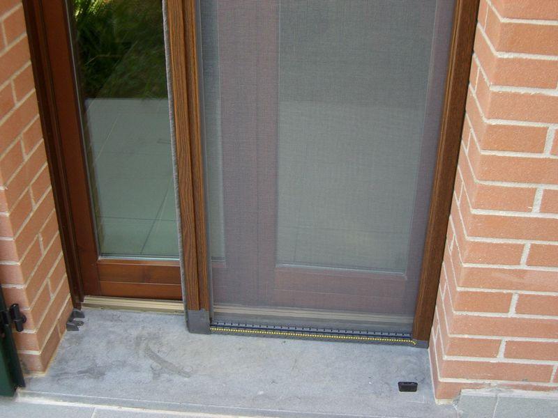 Prisma serramenti zanzariere a molla verticale - Zanzariere porta finestra prezzi ...
